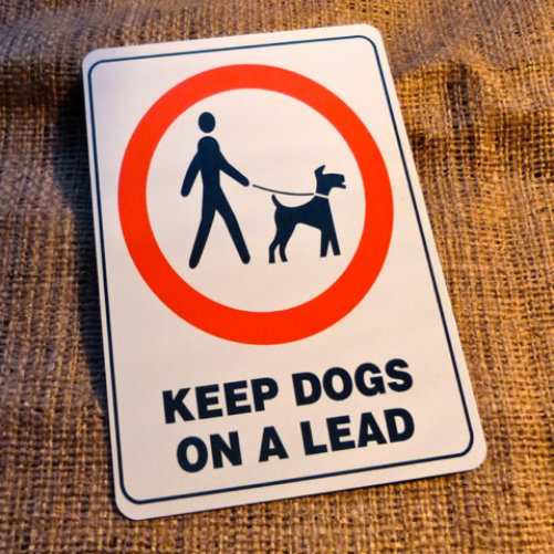 Keep Dogs On A Lead Garden Sign